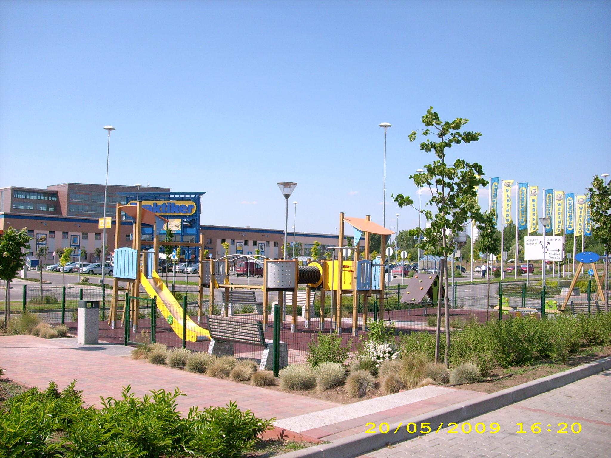Vecsés, Market Center